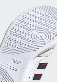 adidas Originals - CONTINENTAL 80 STRIPES UNISEX - Tenisky - footwear white/collegiate navy/vivid red - 9