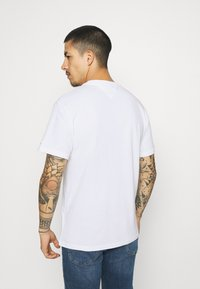 Tommy Jeans - FADED FLAG SCRIPT TEE UNISEX - T-shirt med print - white - 2