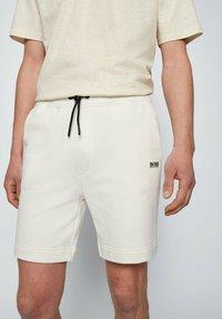 BOSS - SKEEVITO - Shorts - natural - 3
