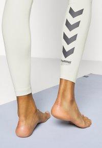Hummel - LOTUS HIGH WAIST - Leggings - bone white - 5
