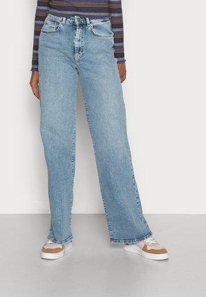 ONLHOPEEX HIGH WIDE LEG  - Bootcut jeans - light blue denim