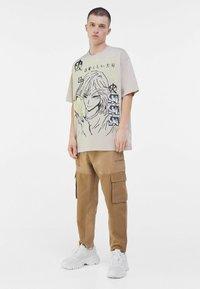 Bershka - Print T-shirt - beige - 1