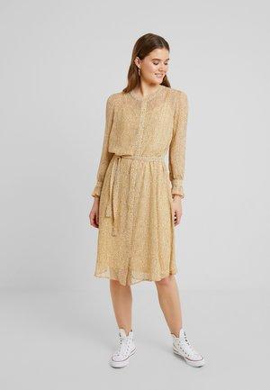 OLGA  - Košilové šaty - sahara sun