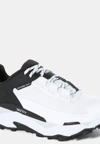 The North Face - EXPLORIS FUTURELIGHT - Chaussures de marche - tnf white tnf black - 3
