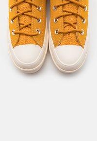 Converse - CPX70 CABLE  - Zapatillas altas - saffron yellow/university red/egret - 5
