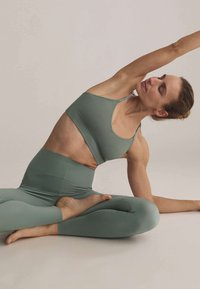 OYSHO - Light support sports bra - green - 4