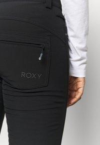 Roxy - CREEK SHORT - Zimní kalhoty - true black - 4