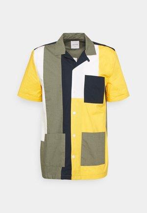 BRANDON - Košile - green/color block