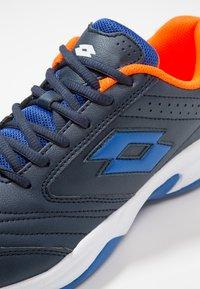 Lotto - COURT LOGO 8 ID - Zapatillas de tenis para moqueta sintética - blue - 5