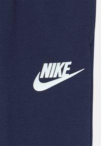 Nike Sportswear - LOGO GRAPHIC - Jogginghose - blue void - 2