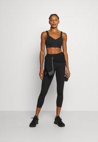 Cotton On Body - PLUNGE SCALLOP CROP - Sujetadores deportivos con sujeción ligera - black - 1
