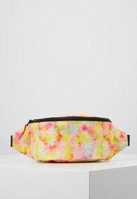 Vintage Supply - BUMBAG - Ledvinka - green yellow pink - 0