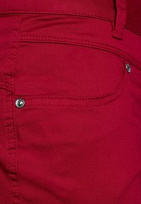 Street One - CASUAL FIT  - Shorts - rot - 4