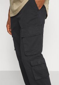 Another Influence - CARTER TROUSERS - Pantaloni - black - 5