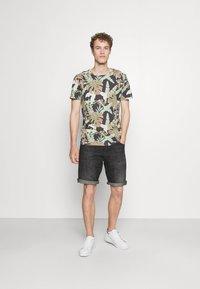 TOM TAILOR DENIM - Print T-shirt - green - 1
