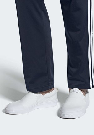 NIZZA SLIP-ON SHOES - Sneakersy niskie - white
