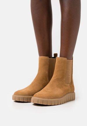 BOOTIE - Platform ankle boots - caramel