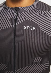 Gore Wear - COMBAT TRIKOT - T-shirt z nadrukiem - graphite grey/black - 4