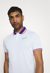 Nike Performance - SLAM - Sports shirt - white/ghost green - 3