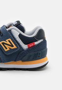 New Balance - IV574SY2 - Sneakers laag - navy - 5