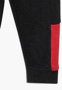 Nike Sportswear - AIR SET - Survêtement - black/university red - 3