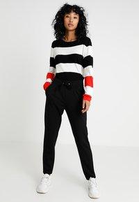 JDY - PRETTY PANT JRS NOOS - Pantaloni sportivi - black - 1