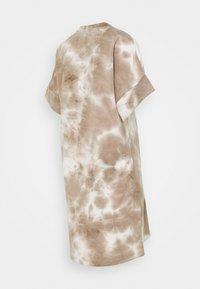 MAMALICIOUS - MLHARMON DRESS - Print T-shirt - smoke gray - 1