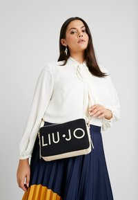 LIU JO - CROSSBODY - Schoudertas - black - 1