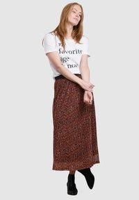 Laura Kent - Pleated skirt - haselnuss - 1