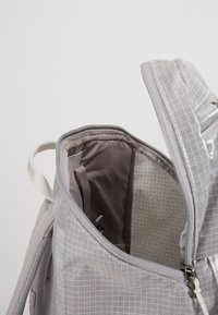 Patagonia - BLACK HOLE PACK 25L - Ryggsekk - birch white - 5