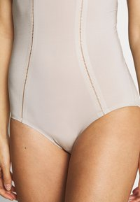 Marks & Spencer London - Body - almond - 5
