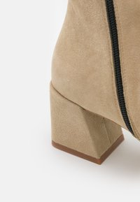 Furla - BLOCK BOOT  - Classic ankle boots - juta - 6