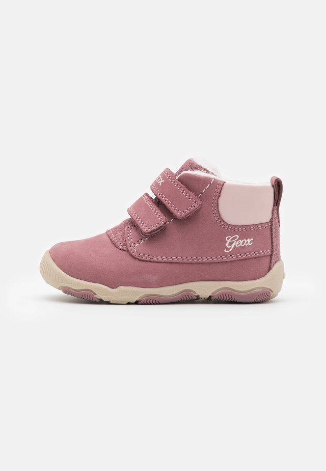 NEW BALU GIRL - Baby shoes - dark pink