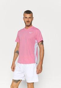 Nike Performance - Jednoduché triko - elemental pink/white/white - 0