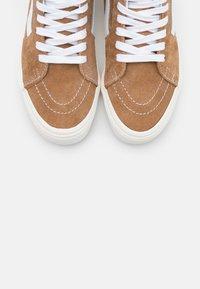 Vans - SK8-HI - Skate shoes - brown sugar/snow white - 5