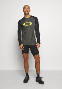 Oakley - TECH TEE - Bluzka z długim rękawem - dark green - 1