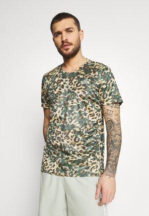 TEE MEN - Print T-shirt - hazy beige
