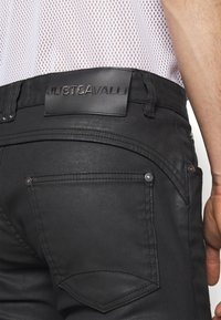 Just Cavalli - PANTALONE - Džíny Relaxed Fit - black - 3