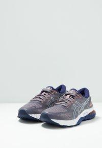 ASICS - GEL-NIMBUS 21 - Obuwie do biegania treningowe - lavender grey/dive blue - 2