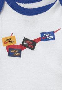 Jordan - SET UNISEX - Print T-shirt - white - 2