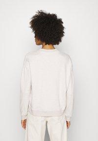 Marc O'Polo DENIM - LONGSLEEVE ROUNDNECK PLACED PRINT - Sweatshirt - beige melange - 2
