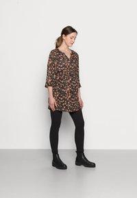 Pieces Maternity - PCMRENNY SEAMLESS LEGGING LOUNGE  - Leggings - black - 1