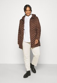 CAPSULE by Simply Be - LIGHTWEIGHT PADDED MID JACKET - Short coat - chocolate - 1