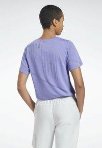 Reebok - ONE SERIES SPEEDWICK REECYCLED - Print T-shirt - purple - 2