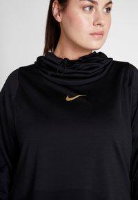 Nike Performance - GLAM MID PLUS - Funkční triko - black/metallic gold - 5