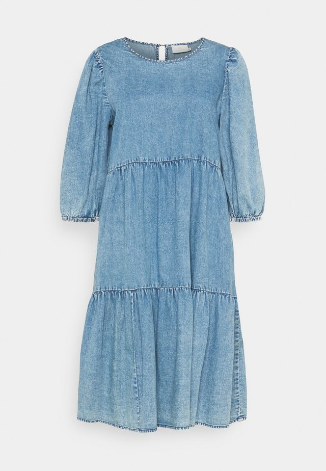 KAMARIE DRESS - Denimové šaty - washed denim