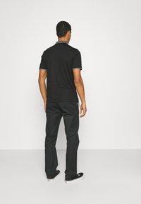 Calvin Klein Tailored - LIQUID TOUCH TIPPING SLIM - Polo shirt - black - 2