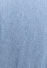 Missguided Plus - CHAMBRAY TIERED BALLOON MINI DRESS - Denim dress - blue - 2