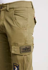 Alpha Industries - PETROL PATCH - Pantalon cargo - oliv - 3