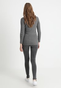 MAMALICIOUS - MLLOLA - Jeans Skinny Fit - grey denim - 2